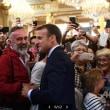 フランス  「改革」断行で支持率低下のマクロン大統領・与党 貧困層対策でイメージ改善も