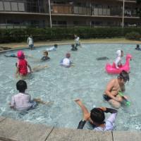 団地でプール開放