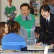 秋篠宮ご夫妻がいらしたのに座ったまま。また福島県民か