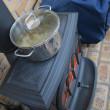 ストーブは暖房だけでなく、料理にも活躍します ^_^