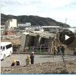 東日本大震災。横倒しの旧・女川交番を「震災遺構」に 住民らに説明。宮城県女川(おながわ)町