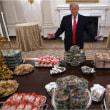 トランプ大統領、大量のハンバーガーやピザでもてなし こういうのでいいんだよ