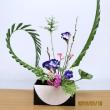 アレカヤシの葉・アカメヤナギの線で・・楽しい自由花