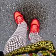 赤いスニーカーを婆さんが履くと・・・