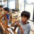 六連小学校のみなさんが手織り教室にやって来た