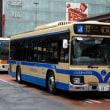 ラグビーW杯仕様のナンバープレートを装着した横浜市バスの新型エルガ
