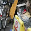 ゴミと自転車と猫