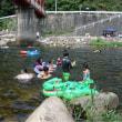 自然の涼を求めて、府中河佐峡で水と戯れる