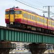 信濃川橋梁を渡る115系N40編成