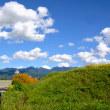 山と空の間が高く伸びきった、八ヶ岳山麓秋晴れの朝。