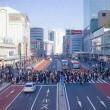 2018.01.06 新宿駅南口 バスタ前横断歩道: 高密度・高流速の人の流れ!
