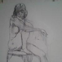 立て膝で椅子に座る裸婦01