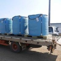 大豆の乾燥調製施設へ搬入。