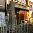 <長崎の〝迷い子石〟> 諏訪神社の参道脇に佇んで140年