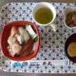 11月1日(水)晴れ 利用者11名 コスモス園散策と秋の「お好み海鮮丼」食事会