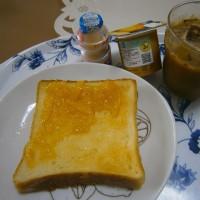 休出の朝ご飯とDanポイント(ダノンビオ 秋の贅沢 柿と梨)