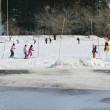 グランドでスキーの練習をしました。