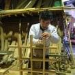 「川上さん」、木材加工場で木製格子の製作中