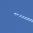 ふと見上げれば飛行機雲!