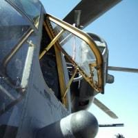 米軍ヘリの部品、小学校に落下 CH53の窓枠か 宜野湾市の普天間第二小    米軍から「物が落下した可能性」と連絡