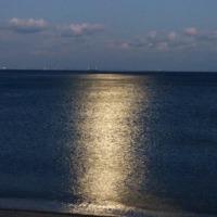 満月と朝日