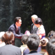 箕面大滝前で結婚式と金婚式が行われました!