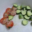 水分補給にキュウリとミニトマト