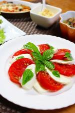 モッツァレラチーズとトマトとバジルのオイルかけ