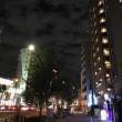 夜の新宿の空