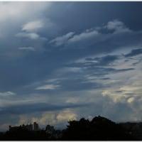 不穏な空模様