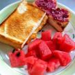 定番の朝食づくり 連なったトマト&スイカ三昧