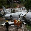 滑走路外れた航空機が大破、6人負傷・・・ ホンジュラス