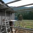 ミツバチ小屋、屋根完成