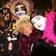 仏の仮装パレードで、顔の「黒塗り」は差別か?自由か?