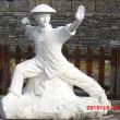 鳳凰古城の公園で太極拳の像を見た。思わずボキもやっちゃったです。