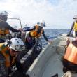 大浦湾長島沖の外洋でとんでもない事件が発生。海保が定員オーバーを無視して乗り込んだため、抗議船「ブルーの船」が転覆寸前。一人が海に投げ出された!  海保、「ばか」発言を認める(映像あり) <追記あり>
