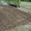 越冬野菜用の畝作り。