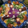 紫の鮮やかな「菊花大根」を作った。サーモンステーキを綺麗に飾ろうか。