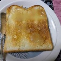 未明にトースト+アップルジャム+ハチミツ