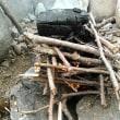 河原で焚き火