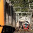 静岡鉄道はA3004(黄)とA3002(赤)の離合(2018年10月)
