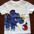恐竜の手描きベビーTシャツ