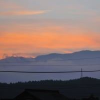 こちらは夕日に浮かぶ日南市の最高峰の小松山です。 (Photo No.14383)