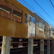 2枚の電車の写真