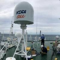 KDDIが日本初、被災地に「船舶型基地局」