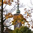 教会と紅葉