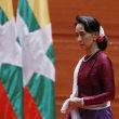 スー・チー、ロヒンギャ問題で世界中から非難受け、「平和的解決」