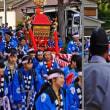 狭い路地の御輿 (五ケ所神社祭)
