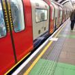 日本では当たり前の地下鉄の乗車位置表示、ロンドンで導入したら市民から悲しみの声(抜粋) / HuffPost