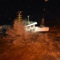 時化で沿岸貨物船3隻が沈没 中国